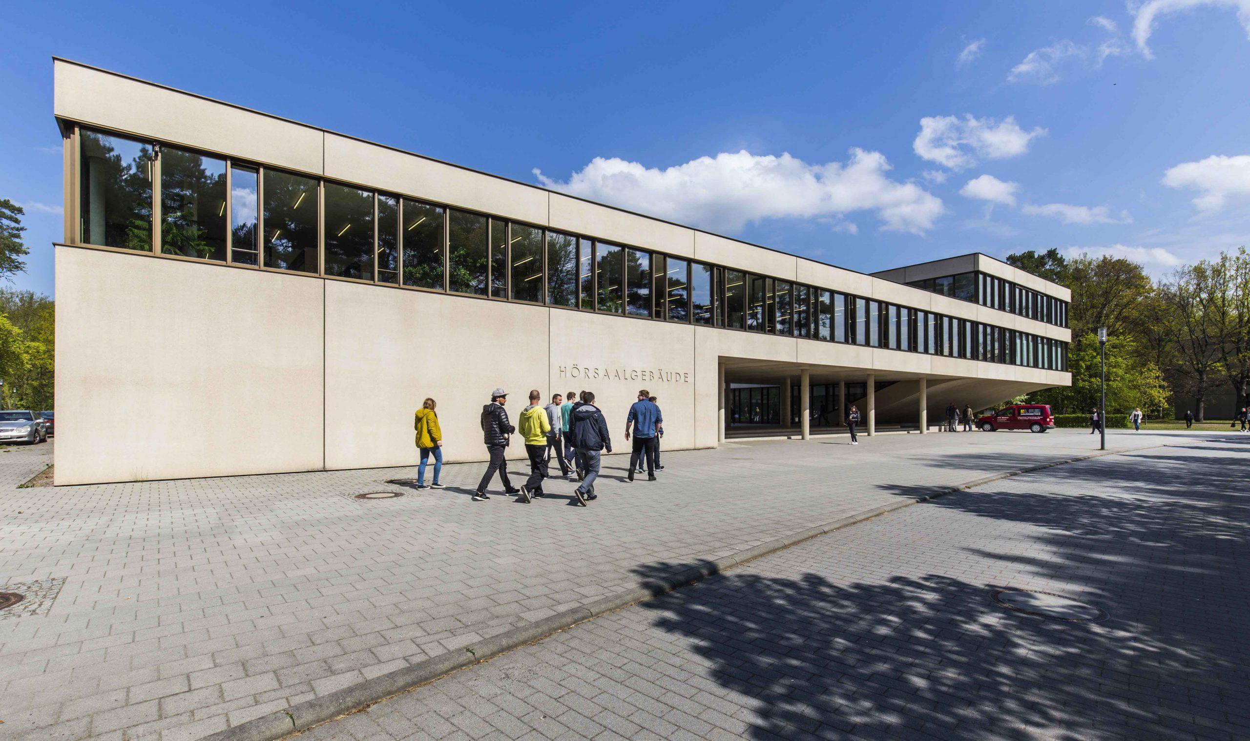 Auf dem Campus in der Fachhochschule für Finanzen in Königs Wusterhausen
