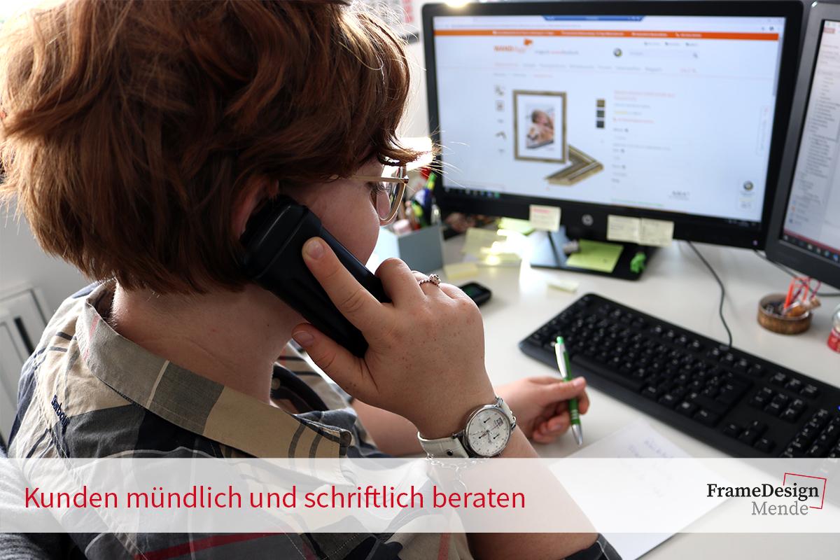Kunden persönlich, am Telefon und per Mail beraten